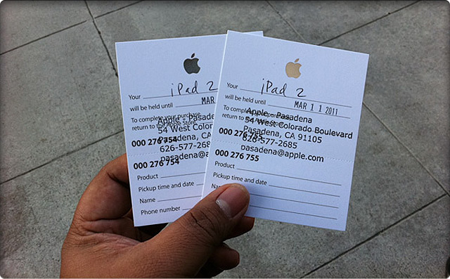 iPad 2 Line at Pasadena.