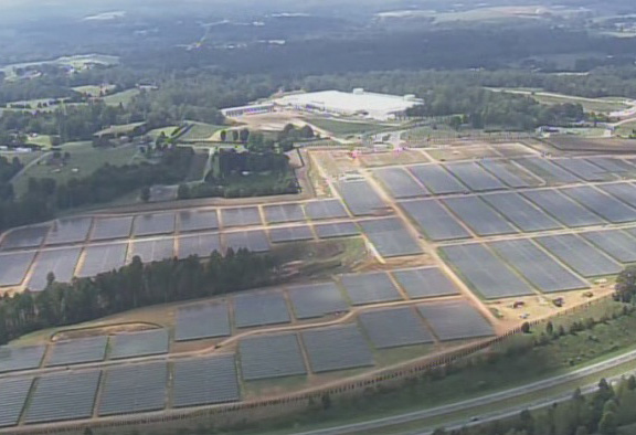 Аэроснимок солнечной фермы Купертино