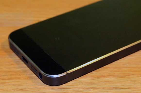 iPhone 5 царапины на корпусе