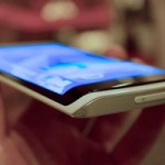 Samsung показала прототип смартфона с изогнутым дисплеем