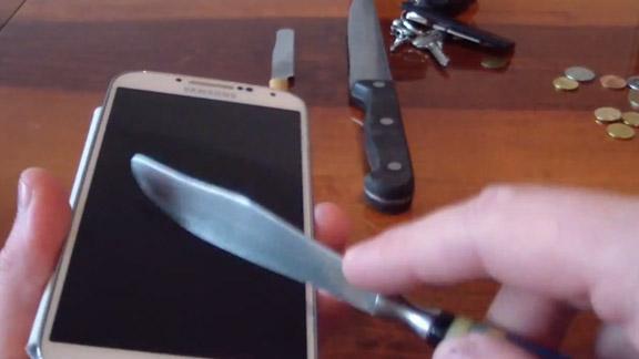 Тест стекла Samsung Galaxy S4 на прочность