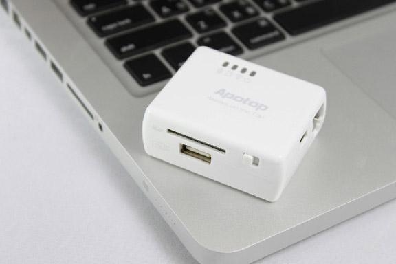 Беспроводной картридер и USB-порт для i-гаджетов