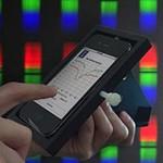 iPhone в чехле с биодатчиком или переносная диагностическая лаборатория