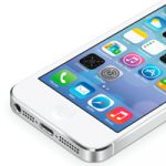 Фотографии фронтальных панелей iPhone 5 и iPhone 5S