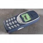 Новый тренд. Проверка Nokia 3310 на гибкость