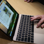 Apple впервые с 1999 года поменяла шрифт на клавиатуре MacBook