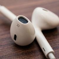 Apple_EarPods_0