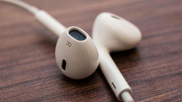 Apple_EarPods_1