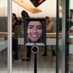 В Австралии робот встал в очередь за новым iPhone 6S