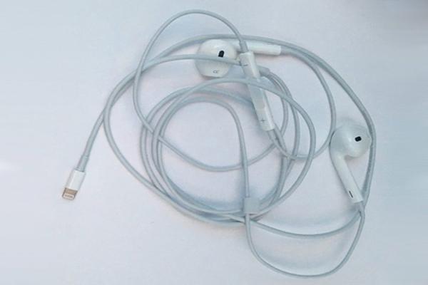 В интернет утекли первые фото новых необычных наушников Apple