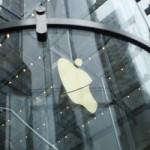 Apple вошла в тройку самых крупных публичных компаний