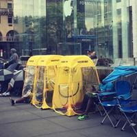Первое место в очереди за iPhone 7 в Нью-Йорке продают за $2500