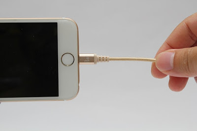 Use-iPad-Charger-to-Charge-iPhone