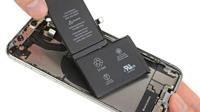 Корпорация Apple запретила менять батарею iPhone