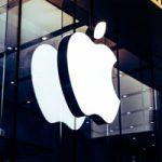 Акции Apple упали до годового минимума