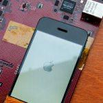 В сети появились снимки первых прототипов iPhone