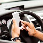 Владельцы iPhone часто отвлекаются за рулем