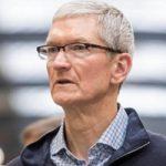 Преследователь Тима Кука пытался выпить с главой Apple и подарить ему цветы