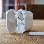 Apple может добавить в комплект iPhone 12 наушники AirPods