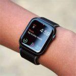 Apple продолжает оставаться лидером рынка умных часов. В этом помогают Apple Watch SE